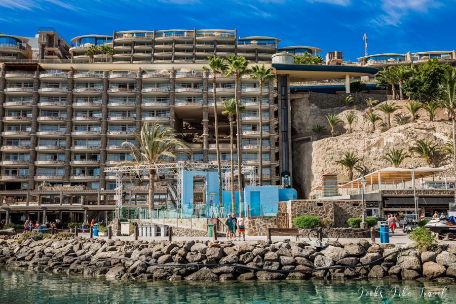 panoramiczna winda przy plaży Anfi del Mar