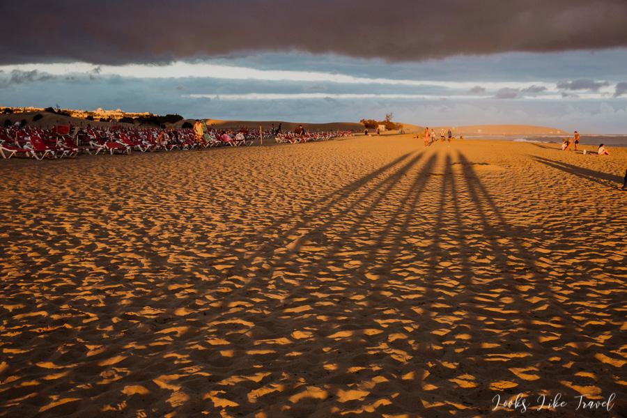 zabawa cieniami na plaży Maspalomas