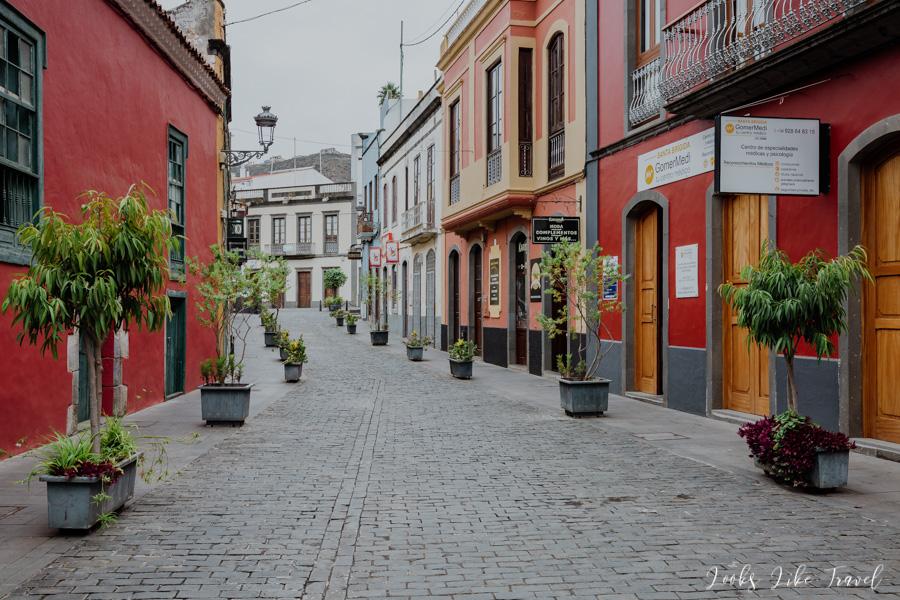Santa Brigida- flowered streets