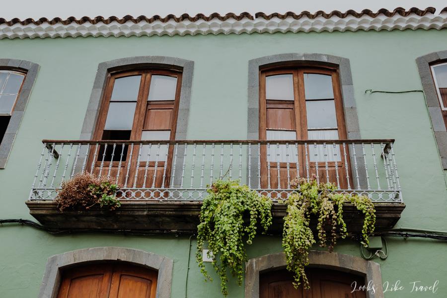 Santa Brigida- beautiful balconies