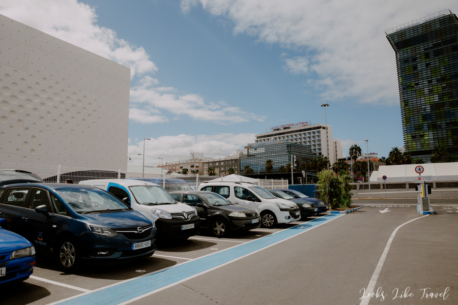 Playa de Las Canteras parking lot