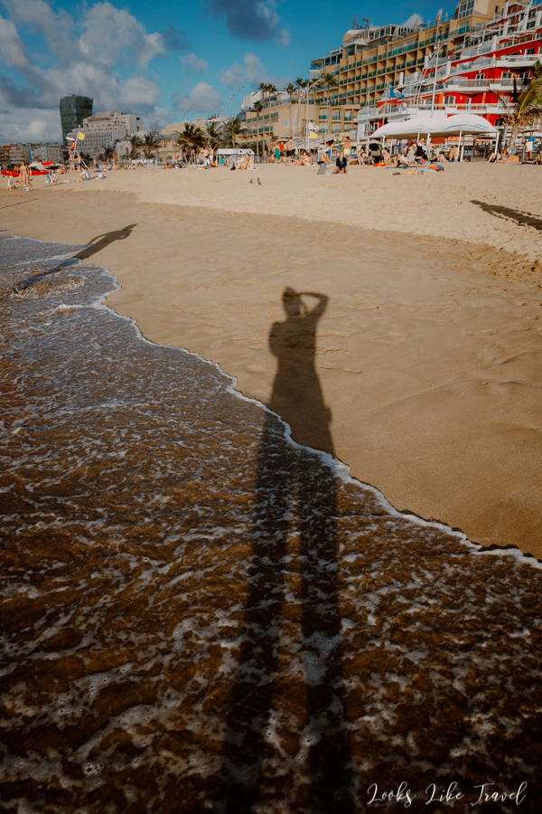Playa de las Canteras fun with shadow