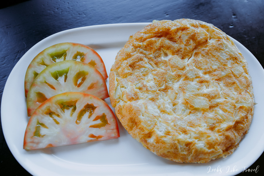 Spanish omelette with tomatoes