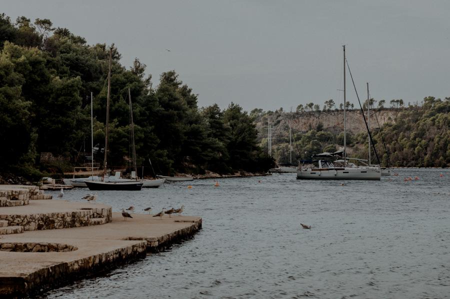 Bobovišća na moru, cliffs