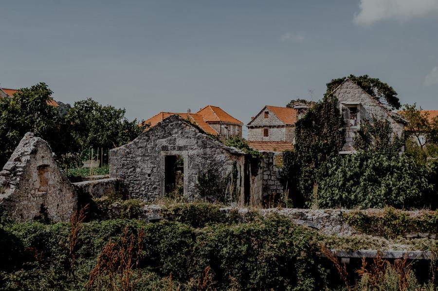 stare ruiny w Chorwacji- Nerežišća