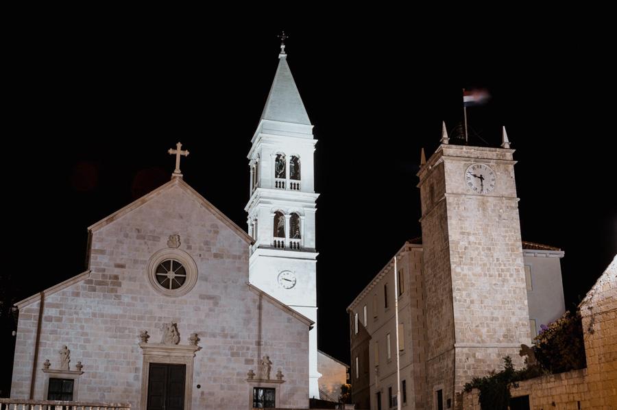 Crkva sv. Petra at night, Supetar