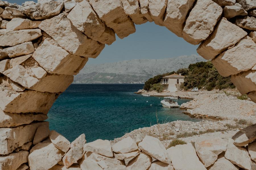 Povlja window on the beach