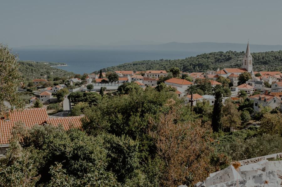 Brač, widok na miasto Selca