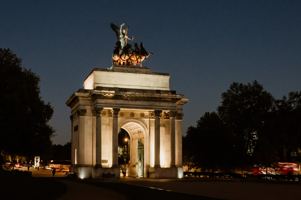 London, Wellington Arch at night